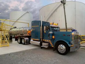 In transit heat tanker trailer getting loaded